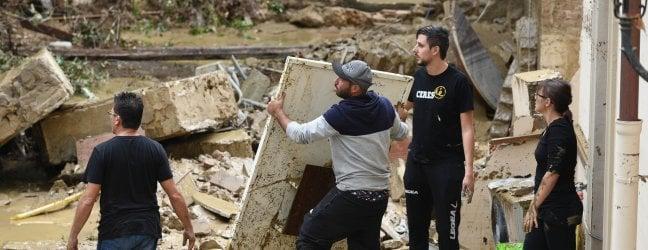 Maltempo, a Livorno si cercano i dispersi: inizia conto dei danni. Temporali si spostano al Sud